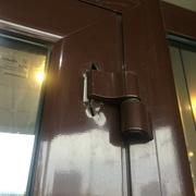 Регулировка дверей Киев,  замена петель,  замков,  доводчиков,  ремонт